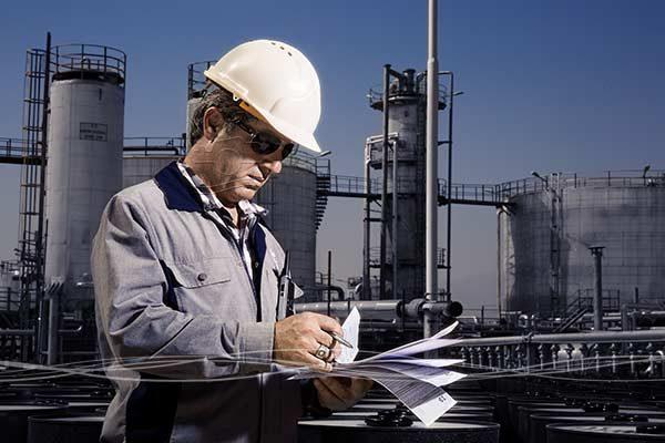 عکاسی پرتره صنعتی مهندسین یک کارخانه پتروشیمی