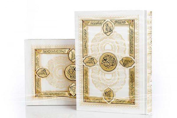 عکاسی زمینه سفید از محصول قرآن نفیس چرمی